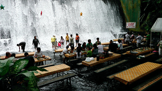 Interior do restaurante Waterfall