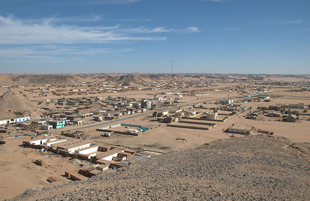 Cidade desértica de Wadi Halfa e seu calor